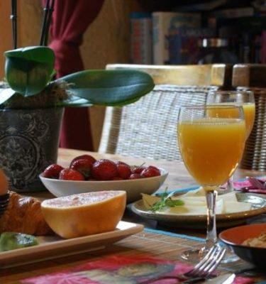 Petit Déjeuner + open bar par personne